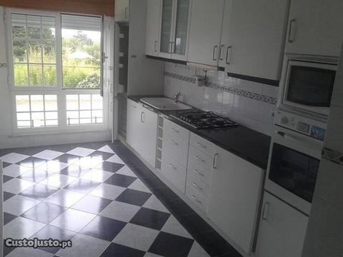 Apartamento T2+T0 (Quintal e Garagem)
