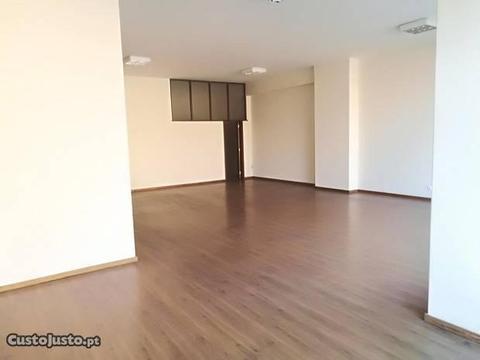 Loja grande em open space, remodelada, com 81 m2