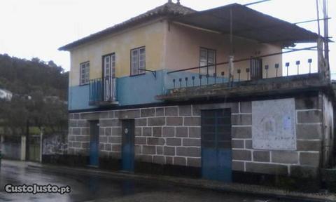 Casa habitação, com quinta vedada