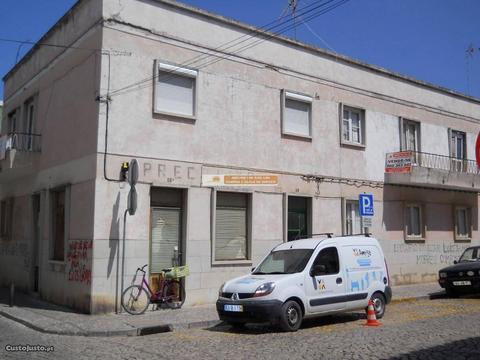 Prédio para recuperar Vila real de Santo António