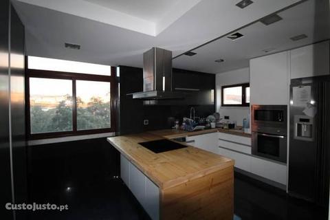 Apartº T3 com garagem - Olivais