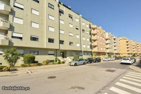 Apartamento T3 em Canelas