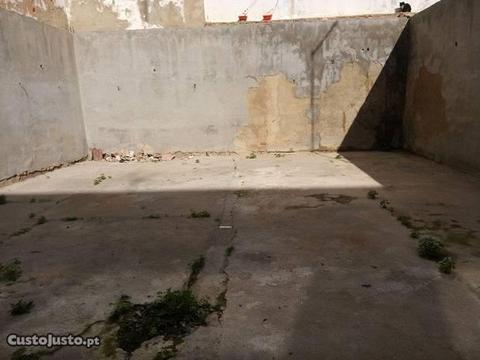Moradia tipica com quintal na baixa de Olhao