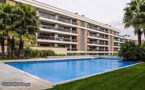 T3 luxo com Terraço, piscina em condomínio fechado