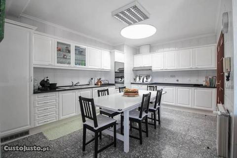 Apartamento T3+1 Penthouse em Canelas