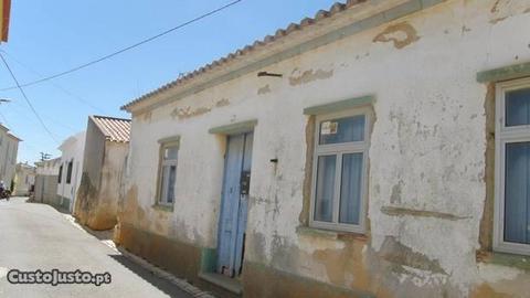 Casa Típica para renovação V2 Almadena Luz