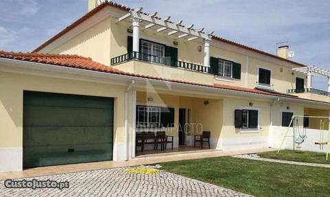Moradia T5 c/ Pisicna , Jardim e Garagem