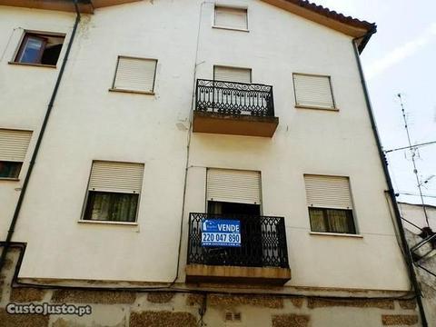 Conjunto de Edifícios p/Investimento - Guimarães