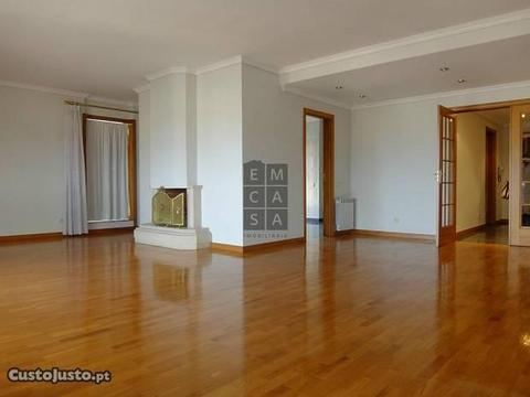Apartamento T4 no centro de Oliveira de Azeméis