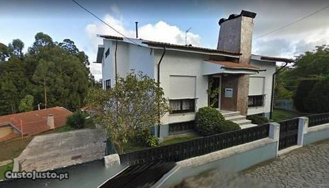 Moradia t3 com terreno no centro dos Carvalhos