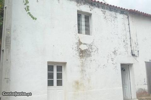 pequena casa em aldeia 2 pisos Proença-a-velha