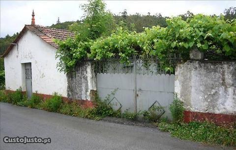 Moradia V3 na freguesia de Castanheira de Pêra