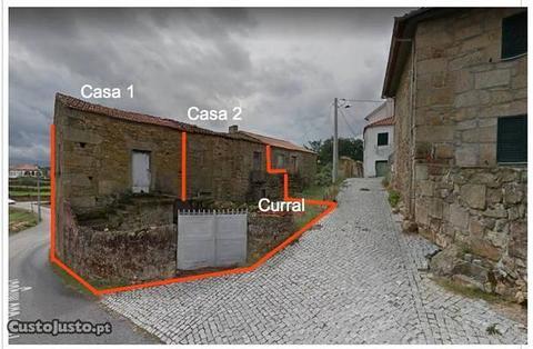 2 casas de pedra com curral + 1 garagem com curral