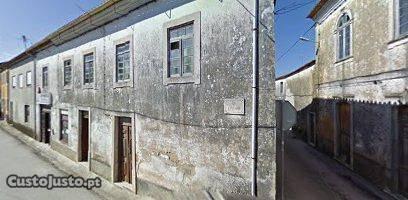 Casa de Habitação R/Chão, 1º Andar e Páteo T3