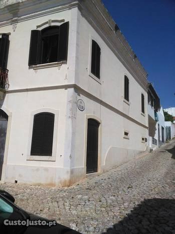Moradia senhorial em Alte-Algarve