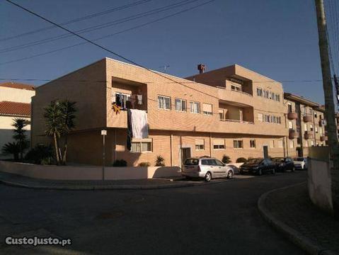 T2 com 2 frentes no centro de Vilar de Paraíso