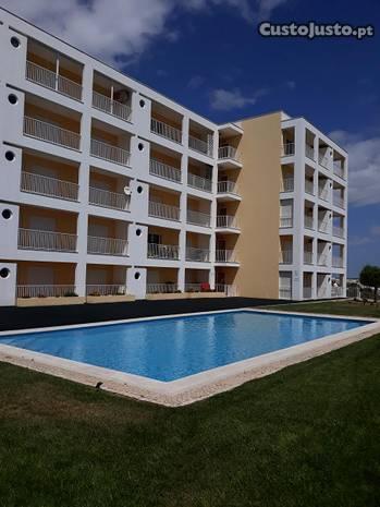 T1 na Praia da Rocha com piscina e parqueamento