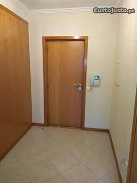 Apartamento T2 em São Roque, boa localização