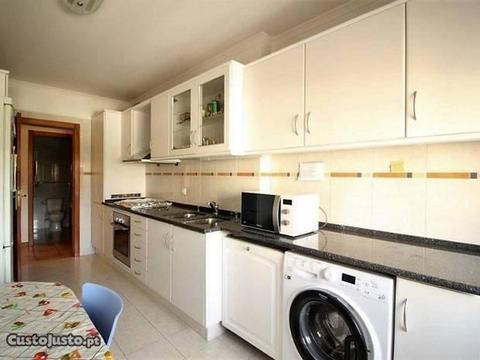 Maravilhoso apartamento T3 em Miraflores!