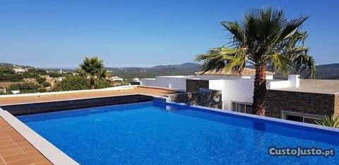 Moradia de luxo moderna no Algarve