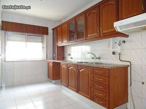 Apartamento T2 em bom estado Brandoa Amadora