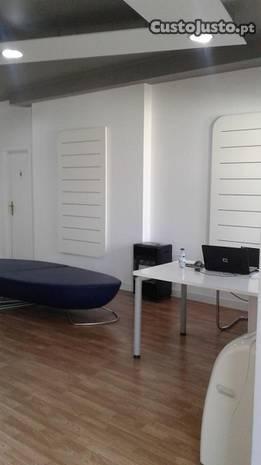 Salas e mesas de trabalho - Coworking Space Office
