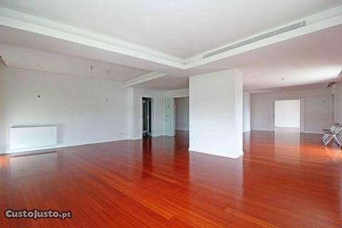 Apartamento T4 de luxo Centro Santa Maria Maior