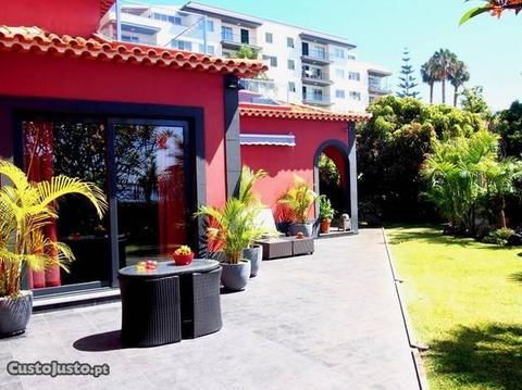 Luxuosa Vivenda com Terraço no Funchal!