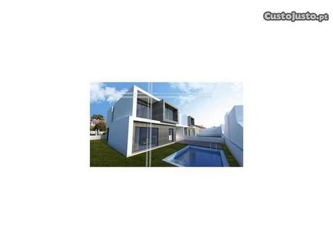 Moradia Isolada T4 - Piscina, Garagem, Terreno