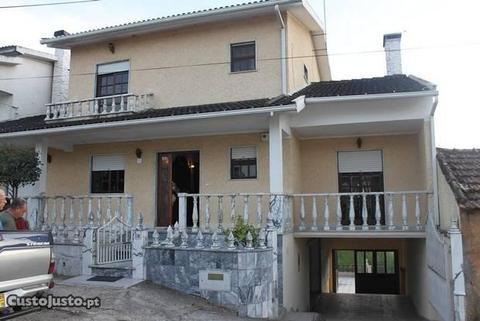 Moradia em Secarias, Arganil com terreno e garagem