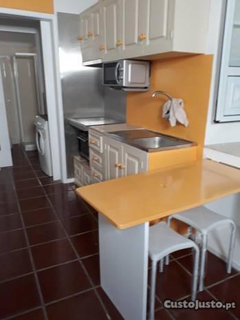 Apartamento T0 remodelado c/ entrada independente