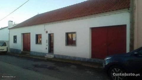 Moradia T2 + Anexo T2 com Garagens