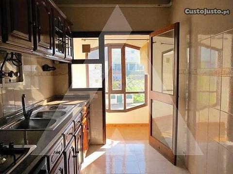 Apartamento T3 otima exposição solar, Eixo