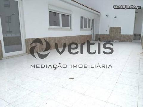 Apartamento T4 C/ terraço c/ 40 m2 e Vista Mar