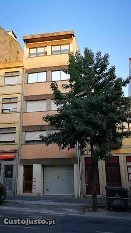Prédio na Rua Faria Guimarães