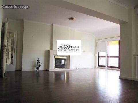 T4 condomínio fechado em São Julião da Barra