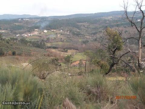 Terreno, casa sem telhado perto de Chaves