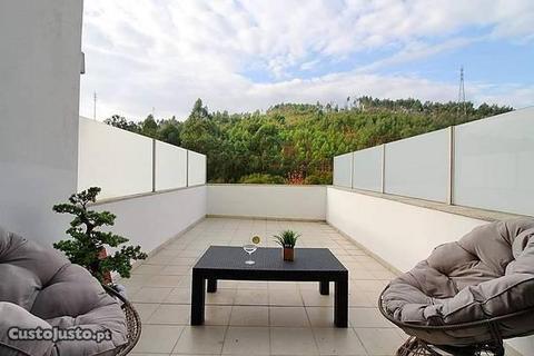 T2 Luxo dois terraços, jardim e box 3 carros