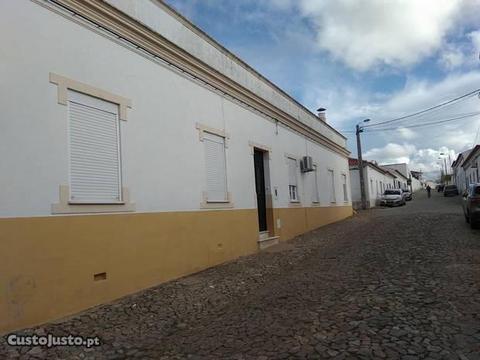 Moradia T4 c/quintal e garagem Reguengos Monsaraz