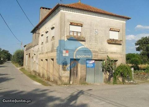 Moradia de habitação e espaço comercial lote1715m2