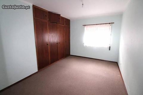 Apartamento T1 nos Pousos