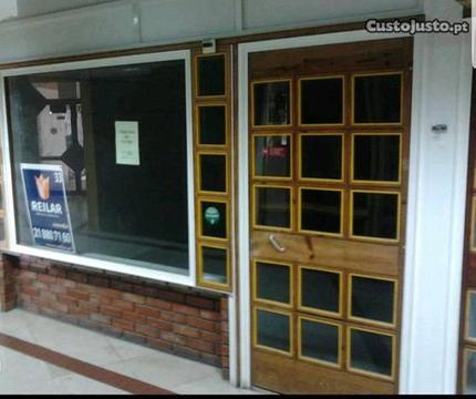 Loja escritório Santa Apolónia vend ou permuta