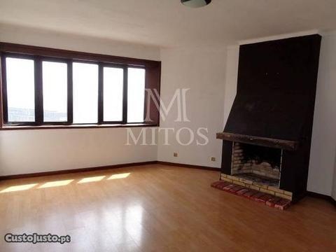 Apartamento T1 - Santa Maria Maior