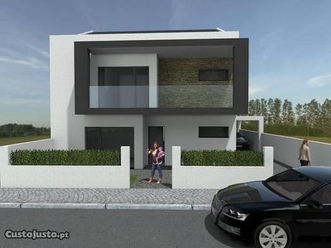 Moradia Geminada T5, Terreno 236M2, Garagem, Pi
