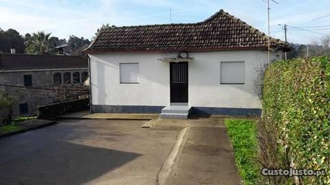 Moradia T4, 2 salas, garagem e quintal