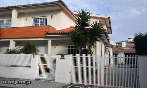 Moradia geminada T3+1 - Santa Maria da Feira