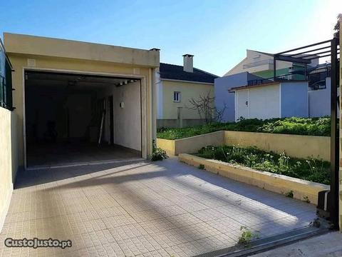 Garagem com terreno ( mini armazem)