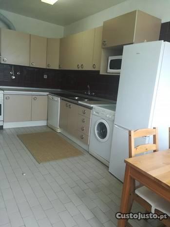 Linda a Velha Apartamento T3 totalmente mobilado