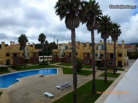 Apartamento em Condomínio privado c/ piscina