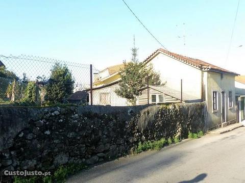 Casa para restauro com terreno em Seixezelo